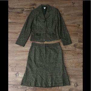 Apt. 9 green tweed skirt suit. Size 10.